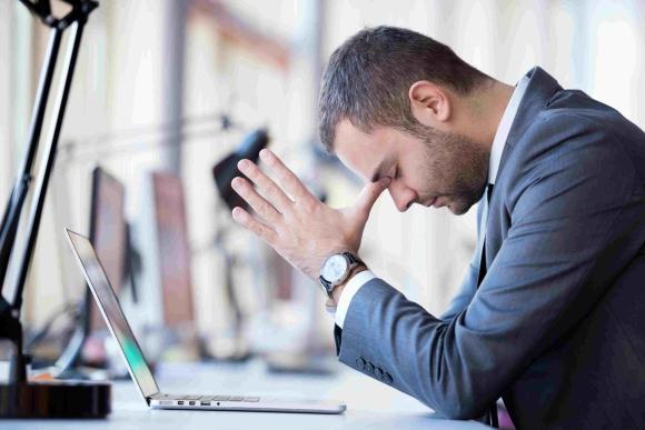 Frustración. Los gerentes generales y CEO que gestionan en soledad pueden padecer problemas de estrés a causa de ese nudo.