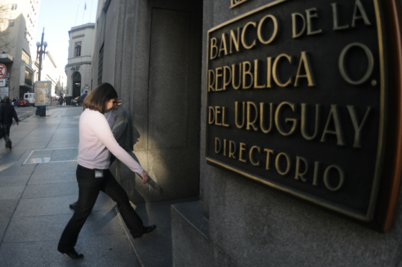 Entre el BROU y el sindicato por deudas salariales. Foto: F. Ponzetto