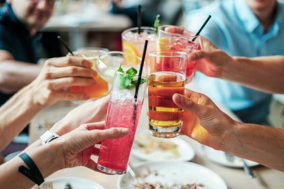 Bebidas. un proyecto de ley sobre consumo problemático de alcohol genera polémica en empresas. Foto: Pixabay.