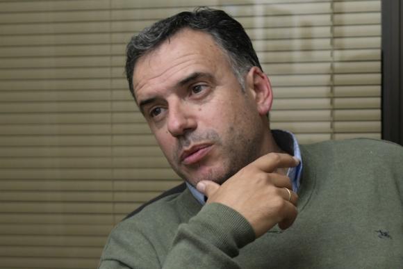 Declaraciones. El intendente de Canelones, Yamandú Orsi. Foto: Marcelo Bonjour.