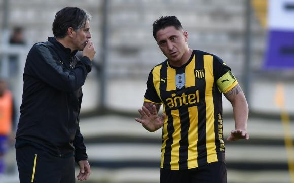 Cristian Rodríguez y Diego López en Peñarol