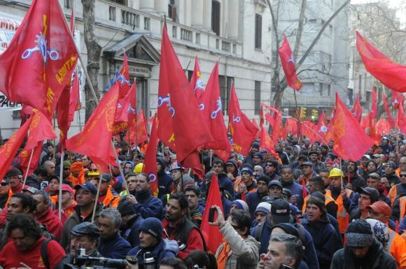 Argumento. El sector metalúrgico pierde empleo y el sindicato entiende que hay que repartir del trabajo que hay; evaluarán movilizaciones. Foto: archivo El País.