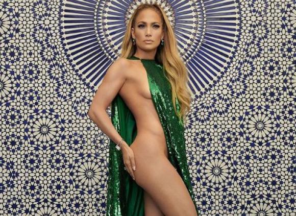 97c06e198c88 Jennifer Lopez impactante a los 49 años con sugerente vestido verde ...