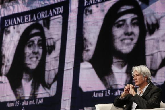El hermano de Emanuela en el programa Porta a Porta de la televisión italiana. Foto: EFE