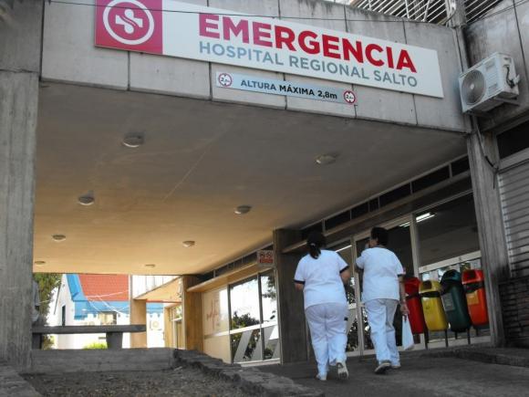 Bano Del Bebe En El Hospital.Una Bebe Recien Nacida Fue Abandonada En Un Bano Del
