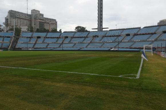 El Estadio Centenario a la espera del clásico entre Nacional y Peñarol. Foto: Francisco Flores.