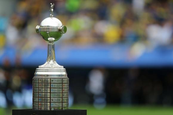 trofeo de la Copa Libertadores en La Bombonera
