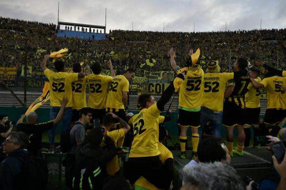 Así festejó Peñarol su título de Campeón Uruguayo. Fotos: Gerardo Pérez y Fernando Ponzetto / El País.