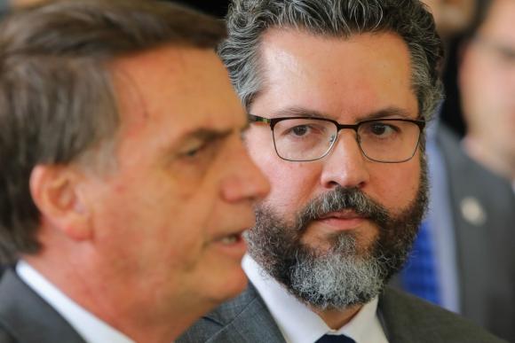 Ernesto Araujo y Jair Bolsonaro. Foto: AFP