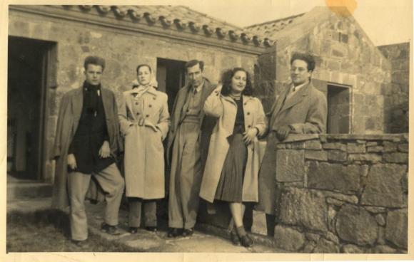 Vitale (segunda desde la izquierda) junto a Angel Rama, Manuel Flores Mora, Amanda Berenguer y Jose Bergamin. Foto: archivo El País.
