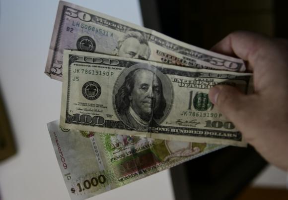 Dinero: advierten un uso de la plata en efectivo. Foto: Marcelo Bonjour