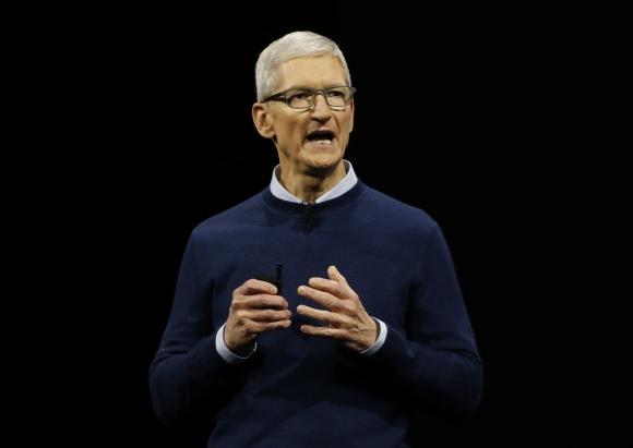 Rutina. A diario, Cook dedica una hora a leer email de los consumidores de Apple. (Foto: Reuters)