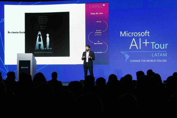 Ramiro Albrieu. Presentó el estudio del impacto de estas tecnologías durante el AI+Tour de Microsoft en Buenos Aires.