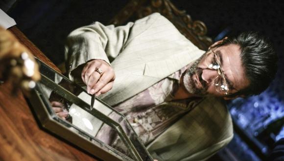 César Troncoso en la serie Impuros hasta que la muerte los separe