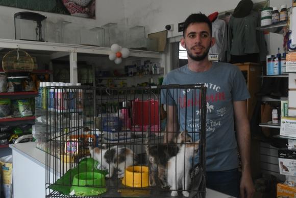 José Manuel conoce a Braulio desde chico y comparte con el participante de La Voz el amor por los animales. Foto: Francisco Flores