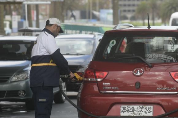 Ancap busca extender el horario de carga de combustible del viernes a raíz del paro. Foto: Marcelo Bonjour.