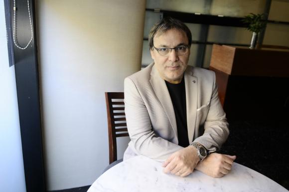 Gabriel Rolón. El best seller argentino estuvo en Montevideo para hablar de su nuevo libro, La voz ausente. Foto: Darwin Borrelli