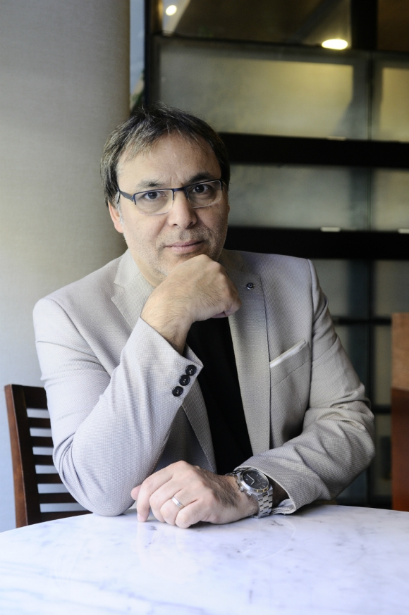 """Gabriel Rolón: """"Es un libro donde me permití jugar con mi espíritu rioplantense"""". Foto: Darwin Borrelli"""