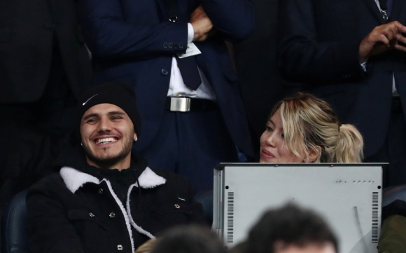 Mauro Icardi acompañado de Wanda Nara presenciando el Boca-River. Foto: Reuters.