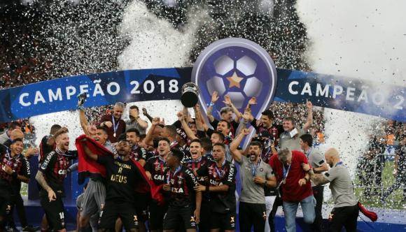 Atlético Paranaense levantó al copa de campeón de la Sudamericana