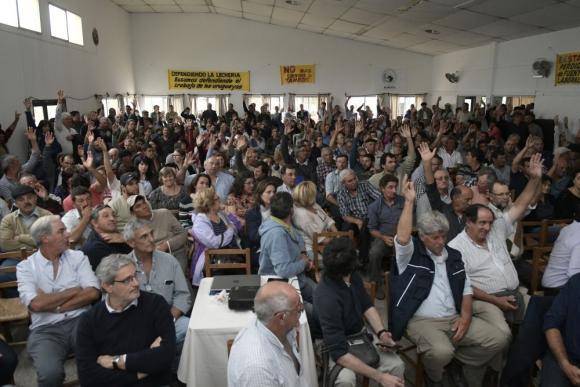 Se votaron dos plazos y prosperó el esperar señales de diálogo del gobierno hasta el 13 de enero. Foto: L. Mainé