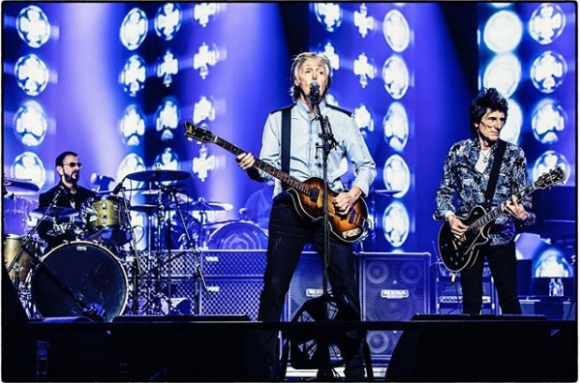 Paul McCartney junto a Ringo Starr y Ronnie Wood este domingo.