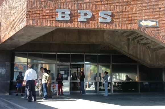 Fachada del BPS. Foto: Francisco FLores.