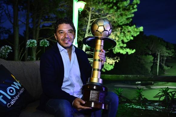 Marcelo Gallardo en los premios de la Encuesta El País