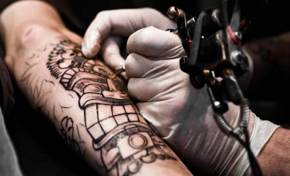 Los tatuajes no son un arte efímero, sino permanente. Foto: AFP