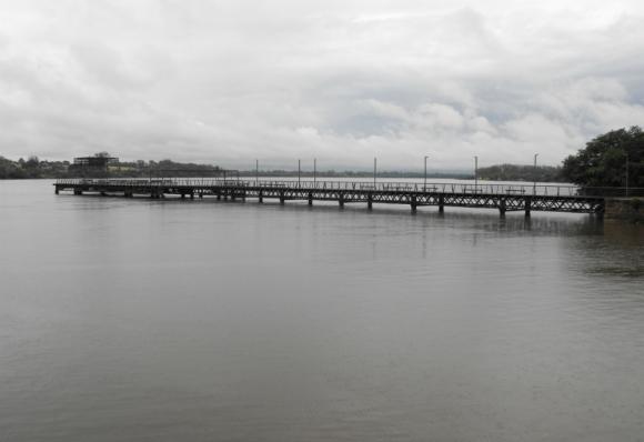 El río Uruguay continúa elevándose sobre su cota. Foto: Luis Pérez