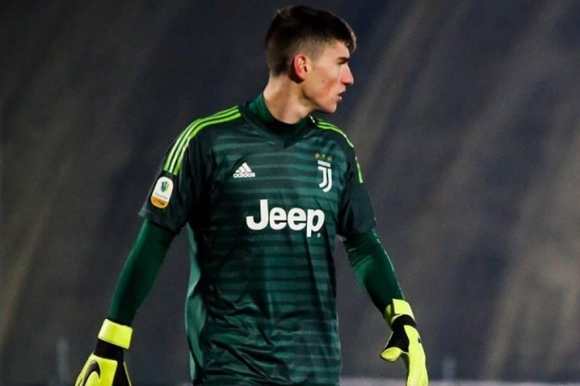 Franco Israel jugando en el equipo Primavera de la Juventus.