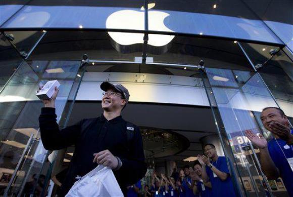 China. Cook cree que ese mercado apuntalará las ventas pero los consumidores empiezan a optar por otros equipos más baratos y casi tan buenos como el iPhone.