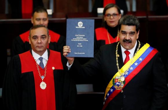 Nicolás Maduro presta juramento para iniciar su segundo mandato. Foto: Reuters