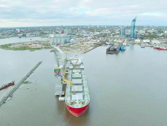 TGM.  Esta terminal granelera ya está operando en Montevideo a doce metros de profundidad.