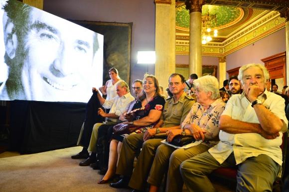 Guido Manini Ríos este lunes junto a Lucía Topolansky y José Mujica. Foto: Gerardo Pérez