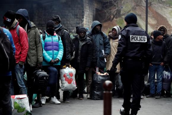 Campamento de inmigrantes en Paris. Foto: Reuters