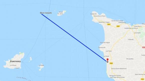 La distancia entre Les Casquets, donde habría desaparecido la avioneta, y la playa donde fueron encontrados los restos de un avión.