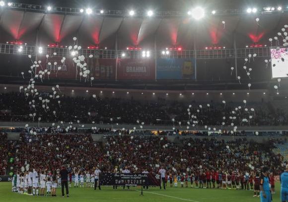 El homenaje de Flamengo y Fluminense en Maracaná. Foto: EFE
