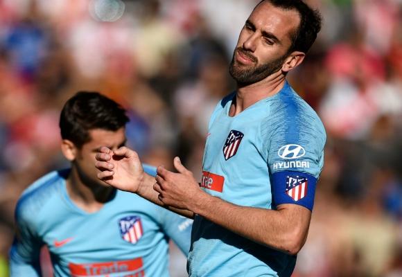 Godín, capitán en el Atlético de Madrid ante el Rayo Vallecano. Foto: AFP.