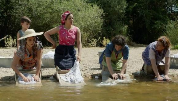 """Rosalía durante su aparición en """"Dolor y gloria"""", la nueva película de Almodóvar. Foto: Difusión."""