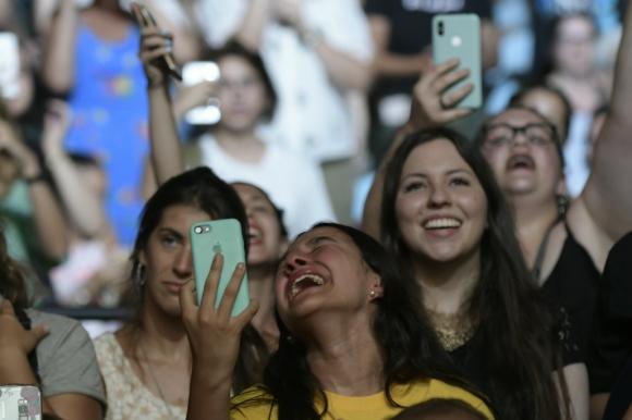 Fanáticas de Ed Sheeran en el Estadio Centenario. Foto: Nicolás Pereyra