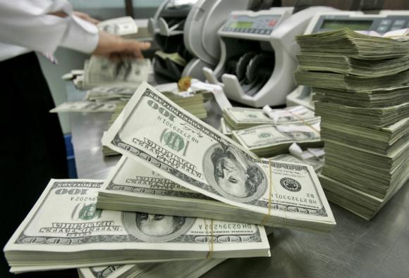 En las últimas semanas el Banco Central ha estado activo con compras de divisas para evitar que baje. Foto: Archivo