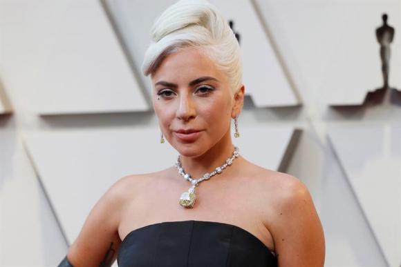 Lady Gaga y el diamante amarillo de 26 millones de dólares. Foto: EFE