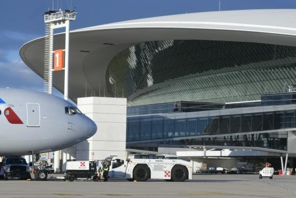 Tres aerolíneas anunciaron que suspenderán frecuencias al Aeropuerto de Carrasco. Foto: Marcelo Bonjour.