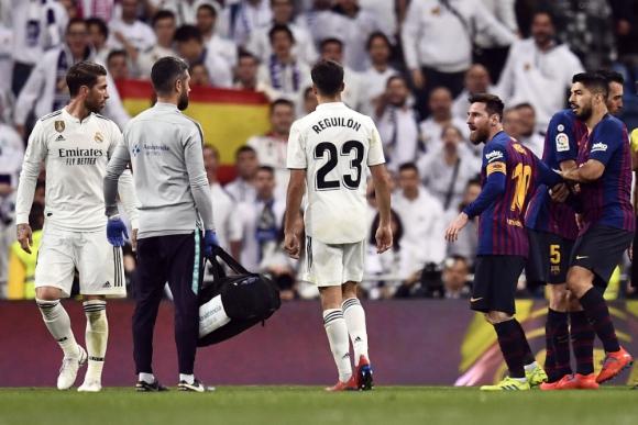 Los protagonistas de los duelos: Ramos, Reguilón, Messi y Suárez. Foto: AFP