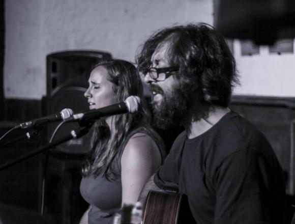 Charly Ferret y Paula Evans. Foto: Facebook de Charly Ferret.