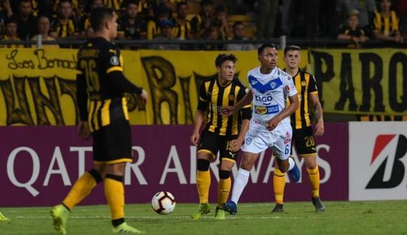 Imágenes del juego entre Peñarol y San José de Oruro por la Copa Libertadores. Fotos: Gerardo Pérez