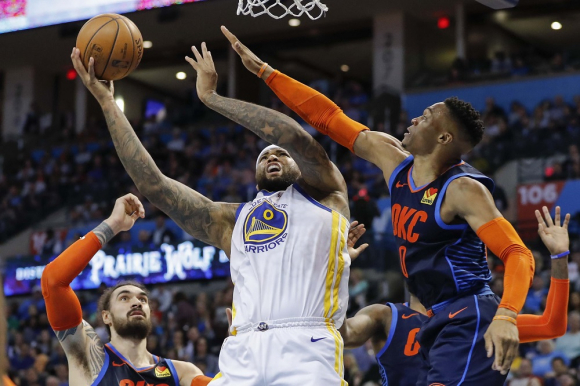 DeMarcus Cousins y Russell Westbrook en el Golden State Warriors vs. Oklahoma City Thunder en la NBA