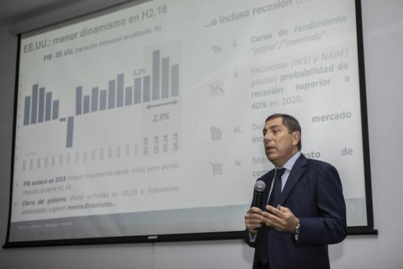 """Especialistas de CPA Ferrere advirtieron por posible """"riesgo de recesión"""" de la economía. Foto: El País"""