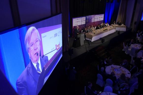 Astori disertó por una hora ante empresarios; hizo un discurso con tono político y lo acompañaron varios ministros. Foto: Leonardo Mainé